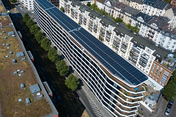 Aktiv Stadthaus Frankfurt with PV panels