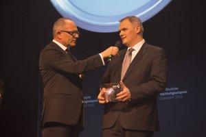 Lothar Hein bei der Preisverleihung mit Stefan Schulze-Hausmann (Stiftung Deutscher nachhaltigkeitspreis) | Quelle: DGNB