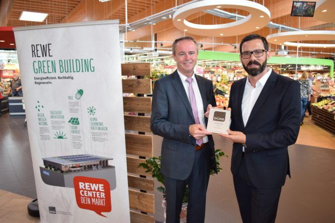 DGNB Zertifikat in Platin für den REWE Green-Building-Markt in Frankfurt-Praunheim | Foto: REWE
