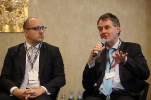 Thomas Engelke (Verbraucherzentrale) mit Jens Martin (E.ON)