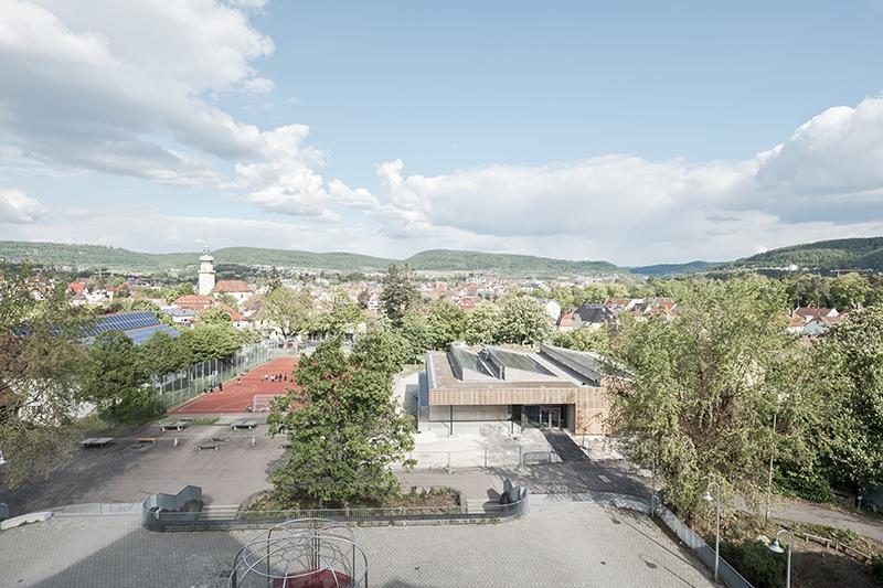 Campus mit Mehrwert: Außerhalb der Schulzeiten fungiert der Freibereich als Quartiersplatz.