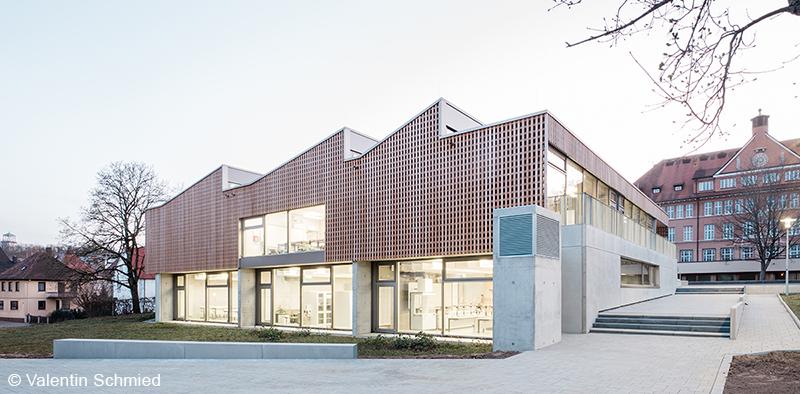 Als Gegenentwurf zur anhaltenden Technisierung entwickelten Liebel / Architekten und Transsolar eine klimapositiv betriebene Schulerweiterung.